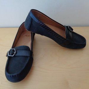 UGG Gwynith Suede Loafers Flats Black Size 6 NEW